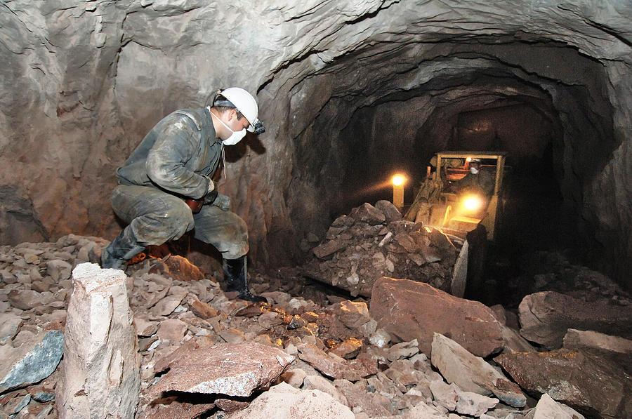 При обвале насахалинской шахте пострадал один человек